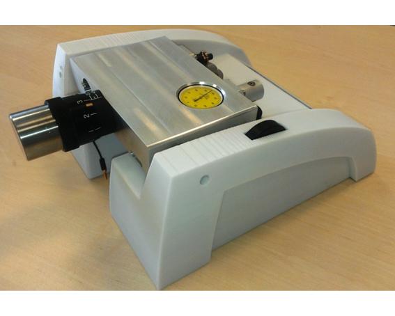 Přístroj na broušení vzorků materiálů
